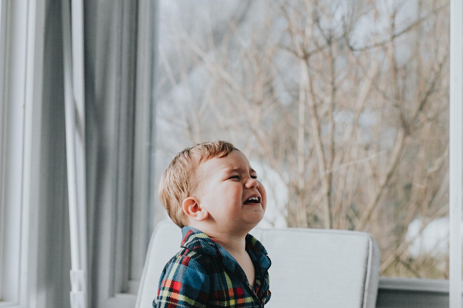 huilen-zeuren-kinderen-vermoeid-ouders-opvoeden